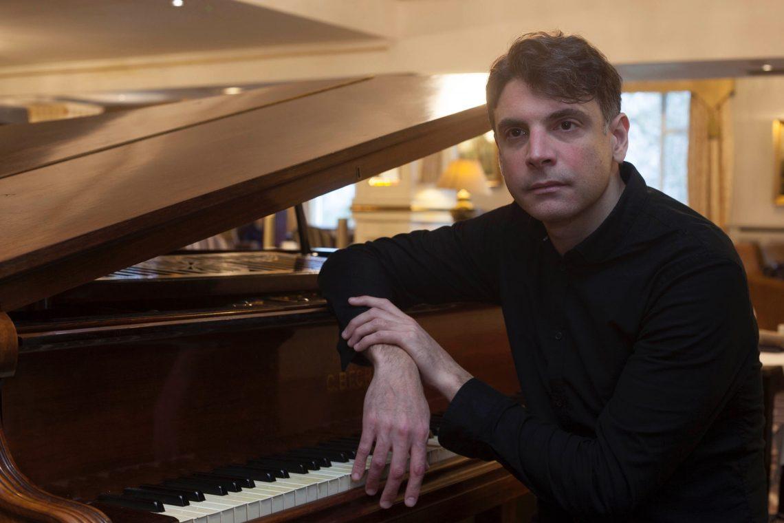Piano Player Federico Javier